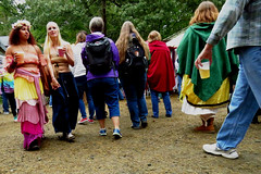 Maryland Renaissance Festival, 2018 (A CASUAL PHOTGRAPHER) Tags: marylandrenaissancefestival festivals mdrf attendees walking beer clothingdress capes backpacks
