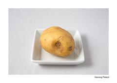Minimal Food 2018_2 (henningpietsch) Tags: food still stil tabletop essen weis highkey canon rolleinhsfreeze4 studioblitz macro canon5dmarkiii rolleihsfreeze4 kartoffel potatoe minimalfood