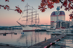 Autumn in Gothenburg (Fredrik Lindedal) Tags: ship boat building harbor leafs water autumn sky skyline morning gothenburg göteborg göteborgshamn sverige sweden visitsweden visitgothenborg fredriklindedalse fredriklindedal scandinavian city cityscape cityview jetty colors