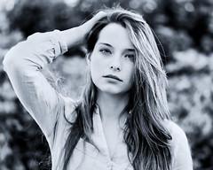 Elisa (liofoto) Tags: noiretblanc blackandwhite monochrome modèle model frenchmodel frenchgirl naturallight bokeh portrait beautifulgirl