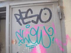 498 (en-ri) Tags: peso flow tag rosa spray verde nero genova zena wall muro graffiti writing