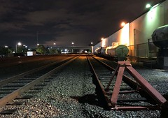 BNSF tracks in Kent... 20180920_2223 (listorama) Tags: night usa washington kent triking railroad bnsf spur warehouse