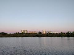 (Nikita Strizhov) Tags: река river закат sunset город city вода water берег coast отражение reflection небо sky градиент gradient