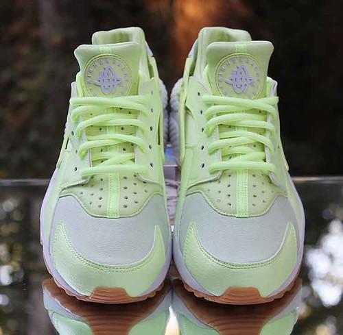 a8976c87ae53 Nike Air Huarache Run Women s Barely Volt Gum 634835-702 Size 7.5 ...
