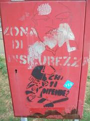 zona di sicurezza/ chi ti difende? (en-ri) Tags: stencil spray nero argento cop poliziotto sbirro telecamera zena genova wall muro graffiti writing acab