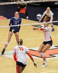Bump Set (RPahre) Tags: bump setter volleyball universityofillinois champaign illinois huffhall huff jordynpoulter creightonuniversity creighton