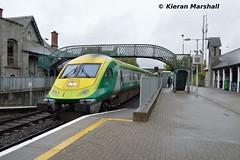 4006 arrives at Portarlington, 22/9/18 (hurricanemk1c) Tags: railways railway train trains irish rail irishrail iarnród éireann iarnródéireann portarlington 2018 caf mark4 intercity 4006 0925corkheuston