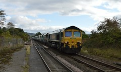 66602 enters Bamford with the 6M03 Cottam p.s. to Tunstead Sidings, 3rd Oct 2018. (Dave Wragg) Tags: 66602 class66 freightliner 6m03 bamford hopevalleyline loco locomotive railway
