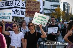 Demonstration: #unteilbar - Für eine offene und freie Gesellschaft – Solidarität statt Ausgrenzung! – 13.10.2018 – Berlin - IMG_8854 (PM Cheung) Tags: grosdemonstration seebrücke rassismus demo demonstration unteilbar berlin kundgebung rechtspopulismus polizei afd neonazis antifa dagegenhaltenblock berlinmitte rechtsruck unteilbarfüreineoffeneundfreiegesellschaft–solidaritätstattausgrenzung 13102018 pmcheung solidaritätsdemonstration amnestyinternational initiativeseebrücke seebrückeschafftsicherehäfen horstseehofer frontex chemnitz prochemnitz nazis alternativefürdeutschland csu mittelmeer missionlifeline refugees flüchtlingspolitik 2018 ypg kurden pomengcheung wwwpmcheungcom antirassistischedemonstration siegessäule protest protestaktion antifaschisten alexanderplatz facebookcompmcheungphotography flüchtlingsproteste flüchtlinge mengcheungpo lifeline refugeeswelcome b1310 antirademo asylgesetzverschärfung seenotrettung flüchtlingshilfe flüchtlingslager libyen koalitionsstreit grenzschutzagenturfrontex aufnahmelager euausengrenzen seawatch rettungsschiff flüchtlingsinitiativen seenotrettern seenothilfe deutschlandlagerland sosméditerranée