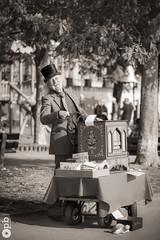 Musicien de rue (Philippe Bélaz) Tags: ambiance artiste chapeaux joie musicien noirblanc orguedebarbarie rues sepia street vignetage