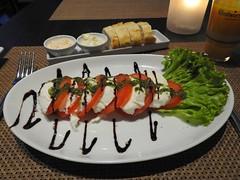 Tomaten mit Büffelmozzarella (Sophia-Fatima) Tags: coastrestaurant baysidehotel scharbeutz ostholstein schleswigholstein deutschland tomaten büffelmozzarella