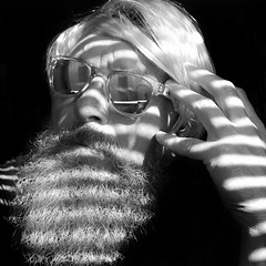 Selbstporträt (Thomas Lautenschlag) Tags: thomaslautenschlag berlin германия берлин fotografie photography photographie deutschland germany allemagne beard bearded beardsenvy beards beardlife beardown beardie beardedmen beardlove beardo moustache facialhair beardyland beardnation mensfashion style barberlife barbe barbouz selbstportrait selfportrait male me bartportrait porträt autoportret autoportrait autorretrato autoritratto selfie selbstporträt fullbeard bigbeard vollbart selbstauslöser selftimer autotimer automaticrelease déclencheurautomatique oldman senior sonnenbrille shades lunettes sunglasses gafasdesol bikerbeard noiretblanc blackandwhite schwarzweis blanconegro carrera whitebeard whitehair longbeard epicbeard