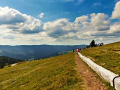 Point de vue du Markstein ((Photo-Graphic)16) Tags: montagnes alsace vosges france ballons nuages parapente