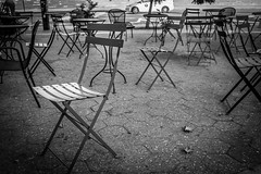 Dante Park (Phil Roeder) Tags: newyorkcity nyc manhattan blackandwhite monochrome leica leicax2 chairs tables empty lincolncenter