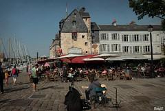 IMG_1558 vita di piazza (Betti52) Tags: piazza porto honfleur normandia francia post24092018