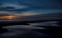 Abendspaziergang (lotharmeyer) Tags: sonnenuntergang wasser nordsee sea spiegelung lotharmeyer nikon strand zeeland holland blue orange nature meer ocean horizont people clouds himmel blauestunde landscape