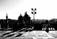 000699 (la_imagen) Tags: sw bw blackandwhite siyahbeyaz monochrome street streetandsituation sokak streetlife streetphotography strasenfotografieistkeinverbrechen menschen people insan light shadow licht schatten gölge ışık silhouette silhuette siluet portugal portugalds2018