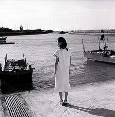 (Ah - Wei) Tags: rolleiflex35f 120 6x6 shanghaigp3 medium bw film taiwan sea women