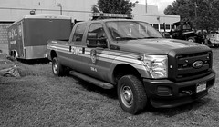 SW6 in black ad white. (phil da greek) Tags: fdny ford rooseveltisland