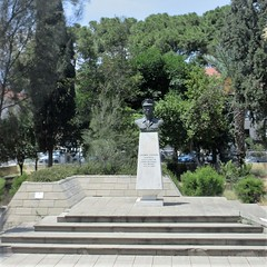 Monument bust, Grigori Axfentiou Street, Larnaca, Cyprus (Paul McClure DC) Tags: larnaca larnaka cyprus mediterranean may2018 historic architecture sculpture