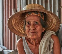 Bangkok – Elderly lady (Thomas Mülchi) Tags: bangkok thailand 2018 bangpladphotowalk bpg bangkokphotographersgroup bangphlat bangphlatdistrict bangplad woman people person elderly lady