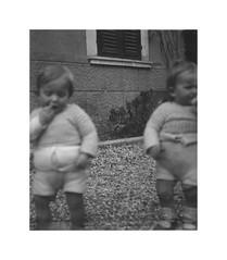 Vicenza 26 febbraio 1936 (dindolina) Tags: italy italia veneto vicenza garden giardino gemelli twins vignato family famiglia history storia 1936 1930s annitrenta thirties vintage