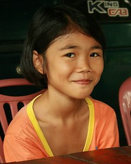 pretty girl sitting at a table (the foreign photographer - ฝรั่งถ่) Tags: pretty girl child sitting table khlong thanon portraits bangkhen bangkok thailand canon
