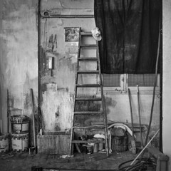 Cinema set corner (Julio López Saguar) Tags: juliolópezsaguar madrid españa spain ciudad city urban urbano blancoynegro blackandwhite película film madridvidamía madridmylife plató setcinema rincón corner pintura paint