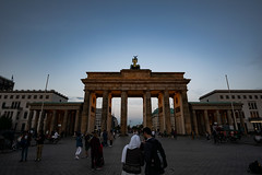 Bild / Picture #39 Berlin (J4yP) Tags: dusk berlin germany deutschland nikon d3300 light lights lichter licht city stadt town mid mitte summer 2018 sehenswürdigkeit architecture architektur building gebäude sky himmel sight street strase brandenburgertor brandenburgergate sigma ultra wideangle lens ultraweitwinkel