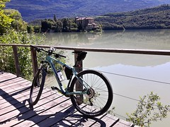 lago di toblino (2) (giangian239) Tags: bicicletta bike bianchi ciclabile lago gadra toblino vigna paesaggio veduta panorama