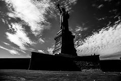 New YorkBW0285 (schulzharri) Tags: new york usa freiheitsstatue freihet statue black white schwarz weis reise travel art kunst wasser personen himmel denkmal park