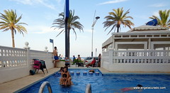 In the hotel pool by the sea. (Angela Curado) Tags: angelacurado pool piscina papa water phather hotel penyiscola summer hllydays happiness agua people hija padreehija playa sea