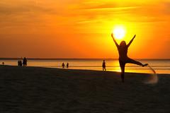 Life is great! (Ernst_P.) Tags: lettland lva majori riga sigma 16105mm strand sonnenuntergang beach playa sunset sun sol sonne sand arena shadow sombra schatten sony