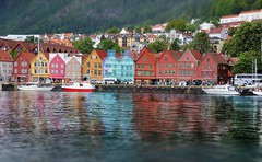 BERGEN (ADRIANO ART FOR PASSION) Tags: norvegia norway bergen case riflessi riflessicolorati casecolorate tlitshift nikon nikond90 d90 adrianoartforpassion 18200 48mm norge