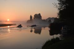 Cruising on Thames .... 😀 (Free.heel) Tags: sunrise riverthames oxford nikond810 nikkor2485mmf3545gedvrlens