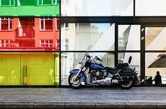 vroemvroembeest (roberke) Tags: street straat windows ramen vensters reflections reflectie reflecties kleuren colors motor moto personen