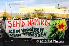 Demonstration: Erdogan Not Welcome! – 28.09.2018 – Berlin - IMG_7741 (PM Cheung) Tags: erdoganistnichtwillkommen friedenfürafrin afrin rojava berlin 28092018 grosdemonstration ypg ypj volksverteidigungseinheiten akp frauenverteidigungseinheiten repression efrîn türkei operationolivenzweig yekîneyênparastinajin yekîneyênparastinagel staatsbesucherdogan operasyonunzeytindalı demonstration kurdistan potsdamerplatz antifa 2018 pomengcheung polizei sek pmcheung mengcheungpo facebookcompmcheungphotography erdogannotwelcome kurden pkk demo protest kundgebung präsidentreceptayyiperdoğan solidaritätsdemonstration westkurdistan nordkurdistan stopptergogan wwwpmcheungcom demonstranten proteste