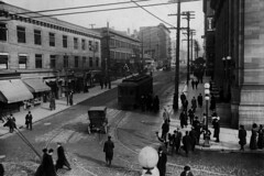 Third and Union, 1911 (Seattle Municipal Archives) Tags: seattlemunicipalarchives seattle downtownseattle streetcars vintagecars pedestrians commercialstreets 1910s