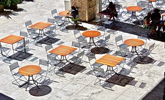 Getty Cafe (iseedre) Tags: gettycafe squaresandroundtables blackwirechairs shadows travertinemarble brightsunshine