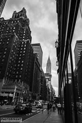 Wide street Manhattan (PhotoByKent) Tags: canon 80d old gammal usa united states of america ue mörkt dark lights lampor struktur structure arkitektur architecture cloud clouds sky himmel bw streetphotography street wide manhattan nyc bigapple newyork