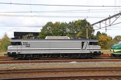 At least... some shades of grey! (Spoorhaar) Tags: grey grijs locomotief locomotive machine transport lok loc eisenbahn 1600 1829 rfo rail force one opgesteld amersfoort emplacement privatbahn spoorwegen train trein treinen