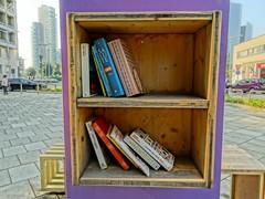 Biblioteca di strada. Milano (diegoavanzi) Tags: milano milan italia italy sony hx300 bridge lombardia lombardy libri books