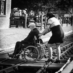2018_09_15 | 1940s_Norfolk - D81A 0112 ©Frederic Landes (Frederic Noel) Tags: 1940s 1940sweekend army northnorfolk northnorfolkrailway sheringham poppyline reenactment 2018 monochrome station railtracks wheelchair bw