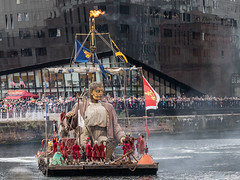 #GiantsLiverpool-2018 (davenewby123) Tags: giantsliverpool2018 liverpool giants cities davenewby2 spectacularshow road people statue building city tower crowd sky giantspectacle liverpoolgiants giantsliverpool royalliverbuilding tree