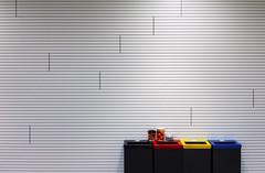 Separate (CoolMcFlash) Tags: dustbin minimalistic minimalism minimalistisch trash bin wall lines canon eos 60d recycle trashcan mülleimer negativespace copyspace müll trennen eimer wan linien fotografie photography tamron b008 18270