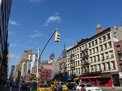 201809008 New York City Chelsea (taigatrommelchen) Tags: 20180935 usa ny newyork newyorkcity nyc manhattan chelsea sky icon urban city building street taxi cab