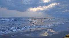MARINA DI PIETRASANTA - Toscana (cannuccia) Tags: paesaggi landscape toscana marinadipietrasanta spiagge mare acqua onde cieli riflessi azzurro