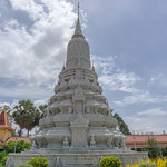 Monument in the Royal Palace Complex in Phnom Penh thumbnail