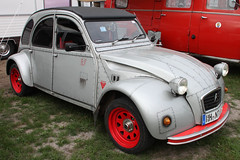 Kampfente (Schwanzus_Longus) Tags: tostedt german germany old classic vintage car vehicle france french citroen citroën 2cv