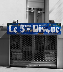The 5th commandment - Thou shall buy records when the opportunity arises. Except on Mondays, they are closed. (Grooover) Tags: le 5eme disque record music shop paris france sign grooover